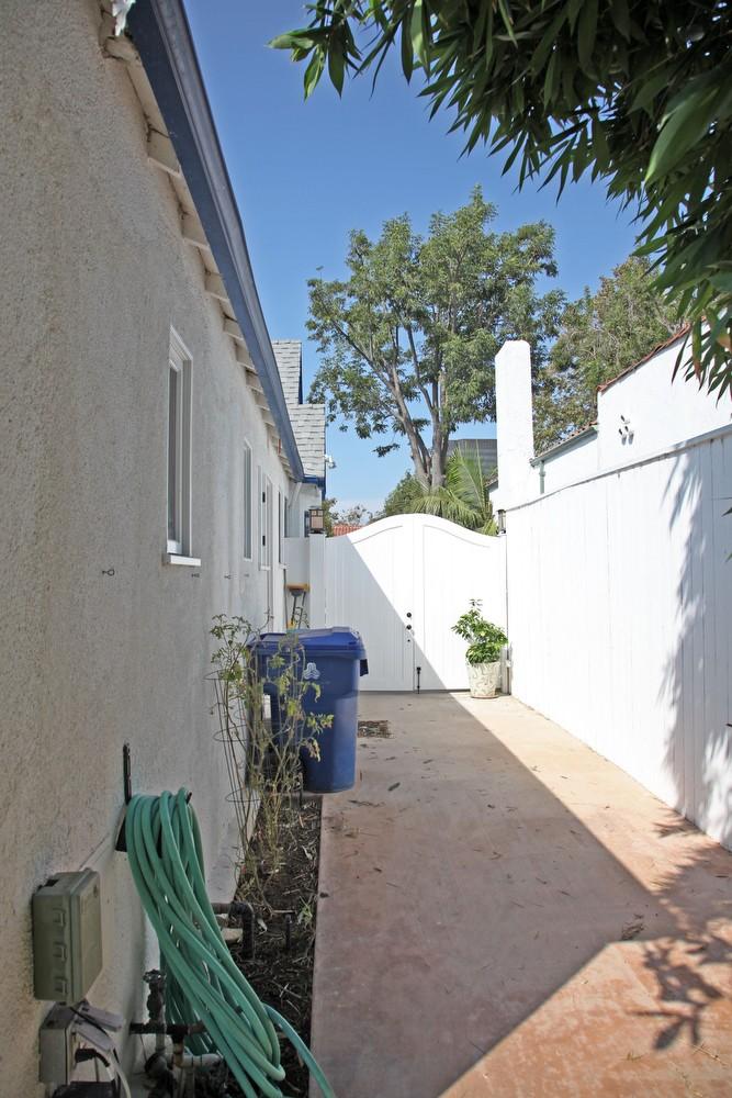 IMG_0566 – 6426 Moore Drive LA 90048 -Side of house