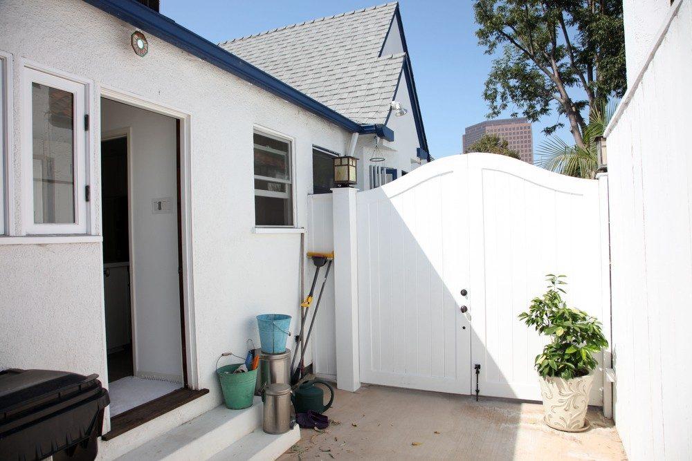 IMG_0567 – 6426 Moore Drive LA 90048 -Side of house