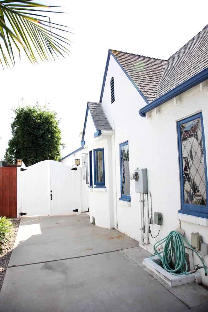 IMG_0569 – 6426 Moore Drive LA 90048 -Side of house