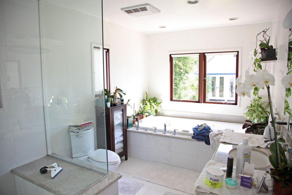 IMG_0604 – 6426 Moore Drive LA 90048 – Master Bathroom